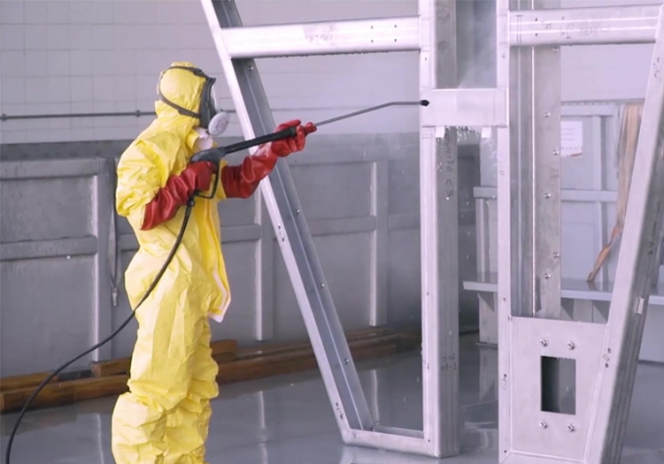 Means of treatment and cleaning of metal surfaces